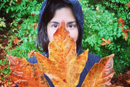 Travel abroad Marilyn in Canada with giant leaf